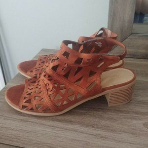 AMERICAN EAGLE Size:10 Faux Leather Block H